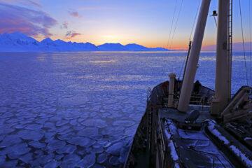 Sailing around Svalbard