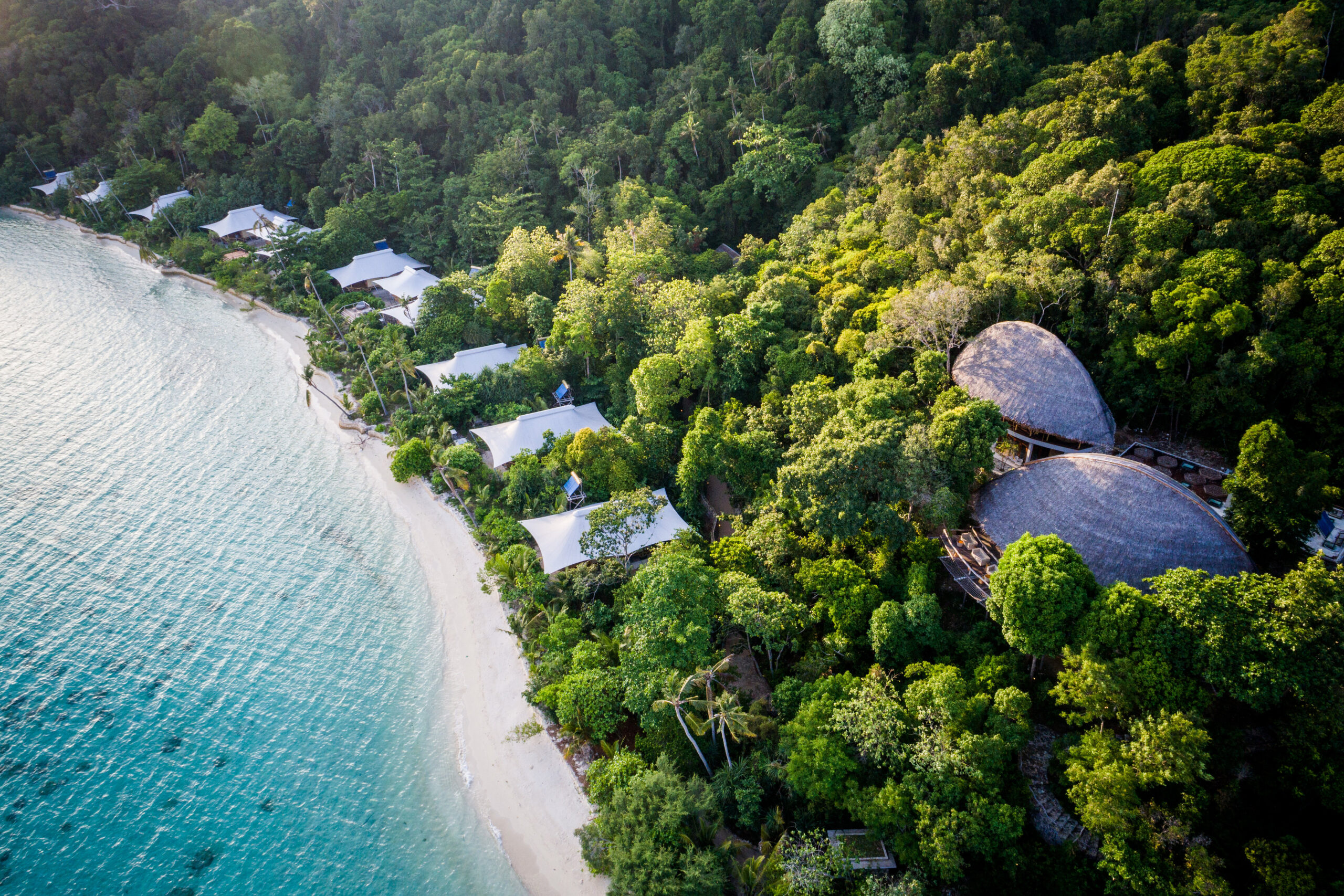 Bawah Reserve hotel, Indonesia