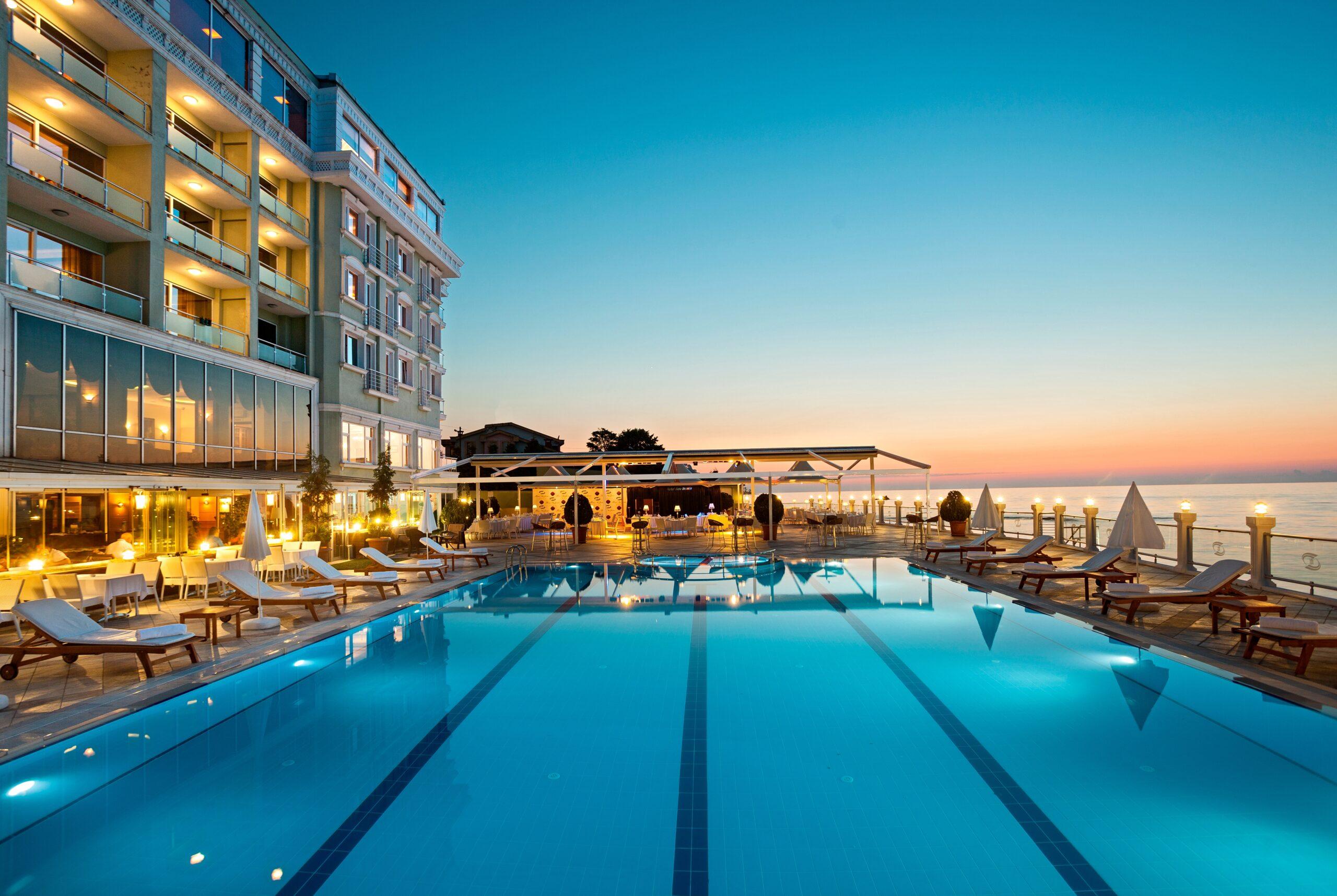 La Quinta by Wyndham Giresun - Exterior & Pool