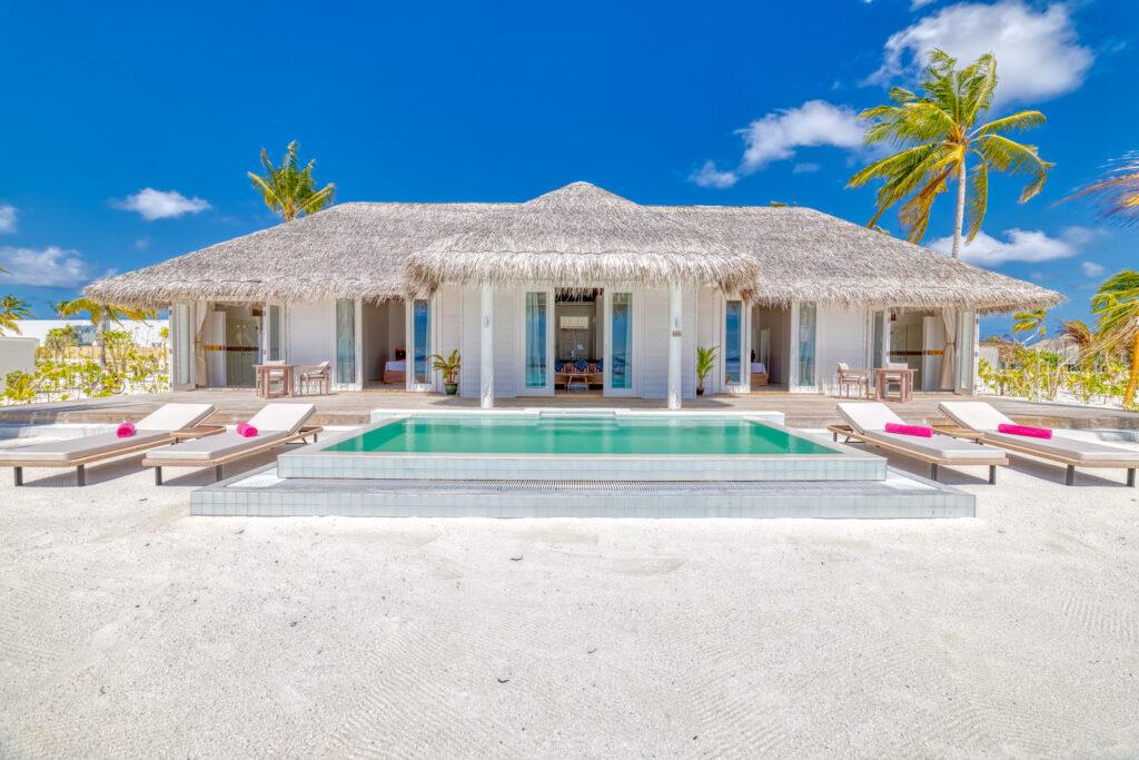 Iru Veli beach bungalow